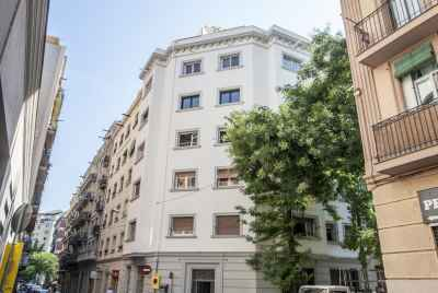 Apartment complex in a completely renovated building in Poble sec